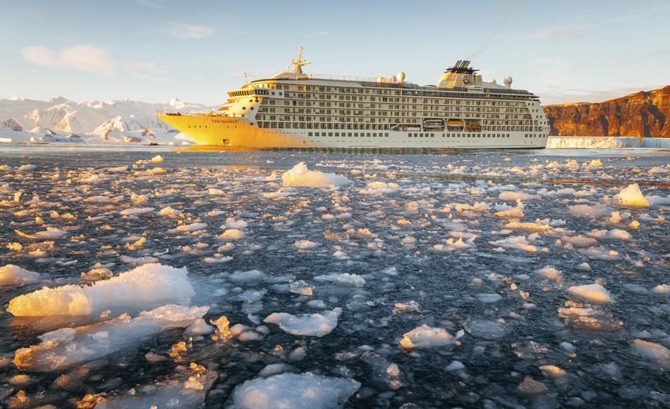 The World, die größte Jacht in Privatbesitz, unternahm vor kurzem eine 22-tägige Expedition ins Rossmeer. Während dieser Fahrt stiess sie weiter nach Süden vor als sonst ein Schiff zuvor und erreichte eine Position von 78 ° 43.997'S. (Foto: Andrew Peacock/www.footloosefotography.com)