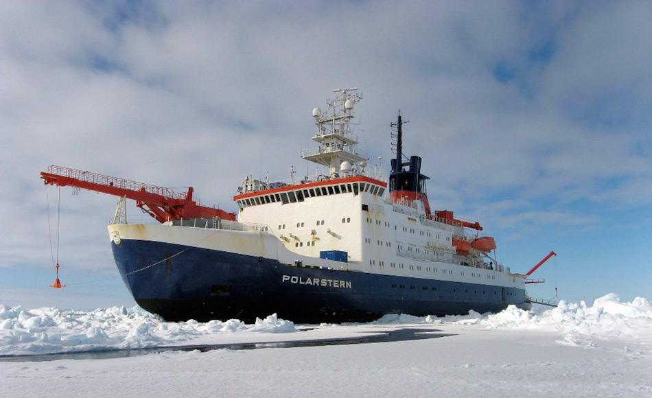 Der deutsche Eisbrecher RV Polarstern verbringt jedes antarktische Sommersaison in den Gewässern und fährt für Wissenschaftler tief in das Packeis, um wertvolle Proben zu nehmen. Bild: James Smith / BAS