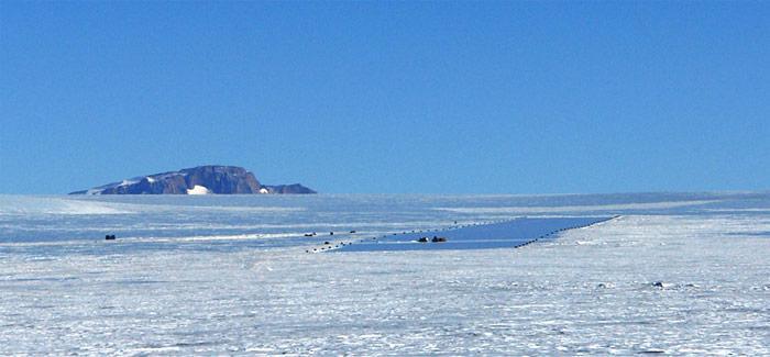 Die Landebahn bei der Troll-Station besteht aus sogenanntem «Blauem Eis». Dieses ist bereits mehrere tausend Jahre alt und hart wie Beton.