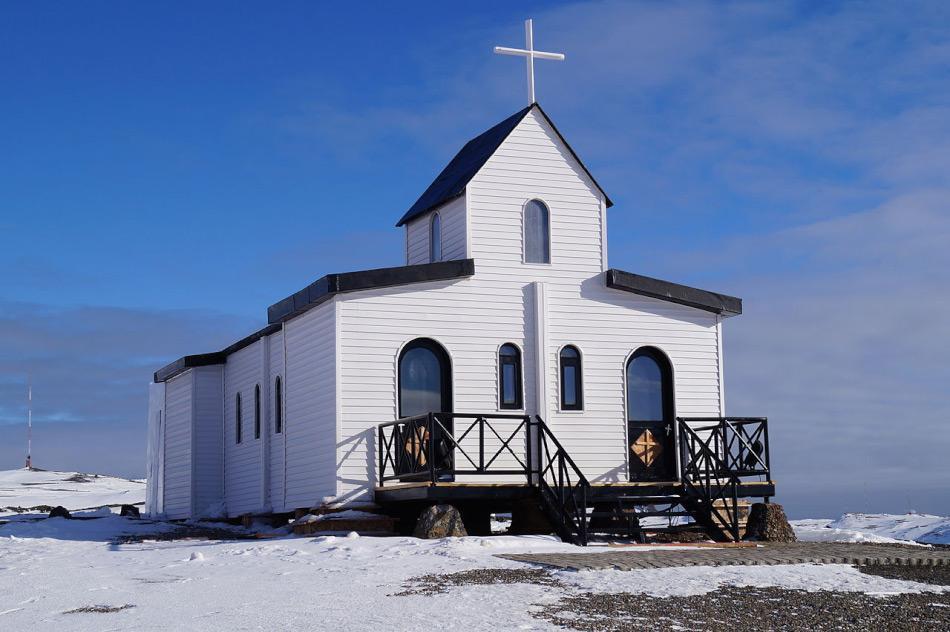 Die renovierten Kapelle Santa Maria Reina de la Paz der chilenischen Antarktis Presidente Eduardo Frei Montalva-Station auf King George Island. (Foto: Carlos78Chile, Wikipedia)