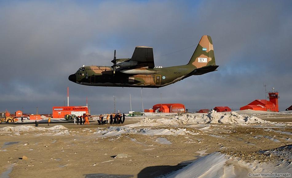 Bisher sind nur Militärmaschinen auf der Station Marambio gelandet, um die Station zu versorgen und Personal zu transportieren. Für das argentinische Antarktisprogramm ist die argentinische Marine und Luftwaffe zuständig. Billd: Juan Manuel Barragán