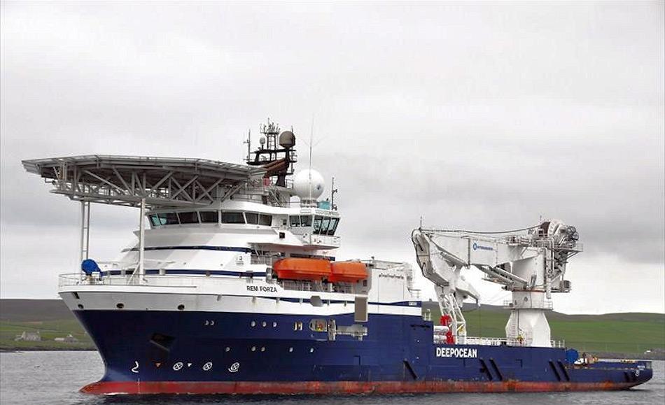 Das Bergungs- und Spezialschiff Maersk Forza gehört zu einer Gruppe von Sonderschiffen, die für verschiedene Aufgaben vor allem unter Wasser konzipiert wurden. Das 2008 gebaute Schiff kann mit seinem verstärkten Kran auch schwere Lasten aus grösserer Tiefe bergen. Bild: Larry Smith, MarineTraffic.com