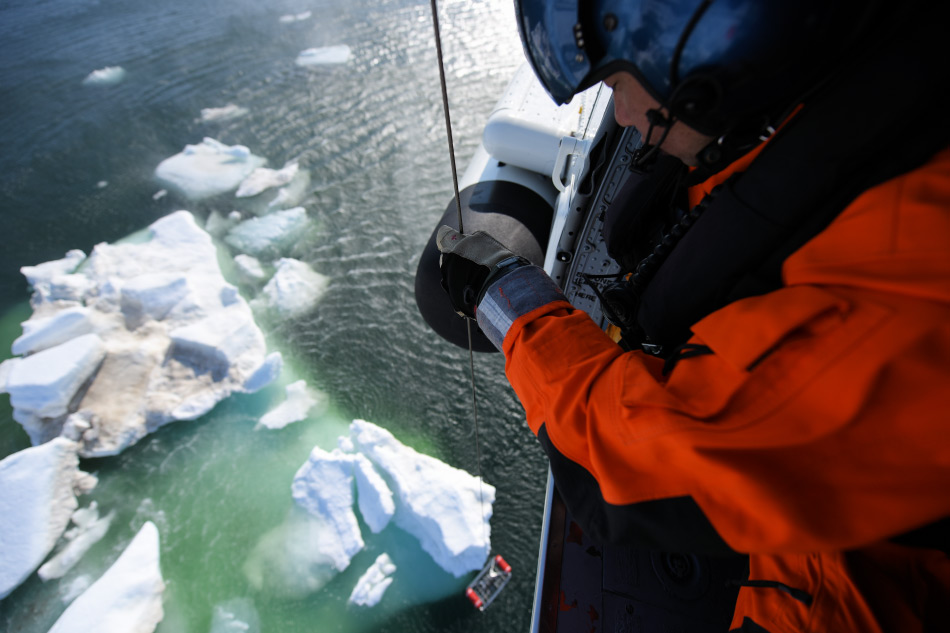 Die Expeditionsreisenindustrie und die SAR-Dienste werden unter anderem eine Rettungsübung an Bord eines Expeditionsschiffes in der Arktis durchführen. Bild: U.S. Coast Guard Petty Officer 2nd Class Grant DeVuyst, via Wikimedia Commons