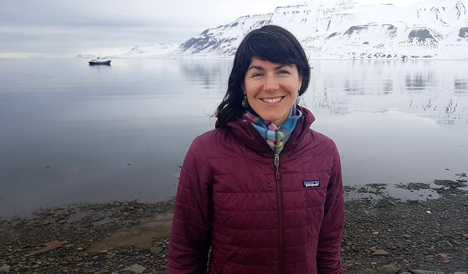 Die neu bestimmte Umweltbeauftragte, Sarah Auffret, hat lange in polaren Gebieten als Expeditionsleiterin und Stationsleiterin gearbeitet. In ihrer Position wird sie die AECO-Bemühungen zur Reduktion von Plastikmüll auf Schiffen und an den Stränden koordinieren. Bild: AECO