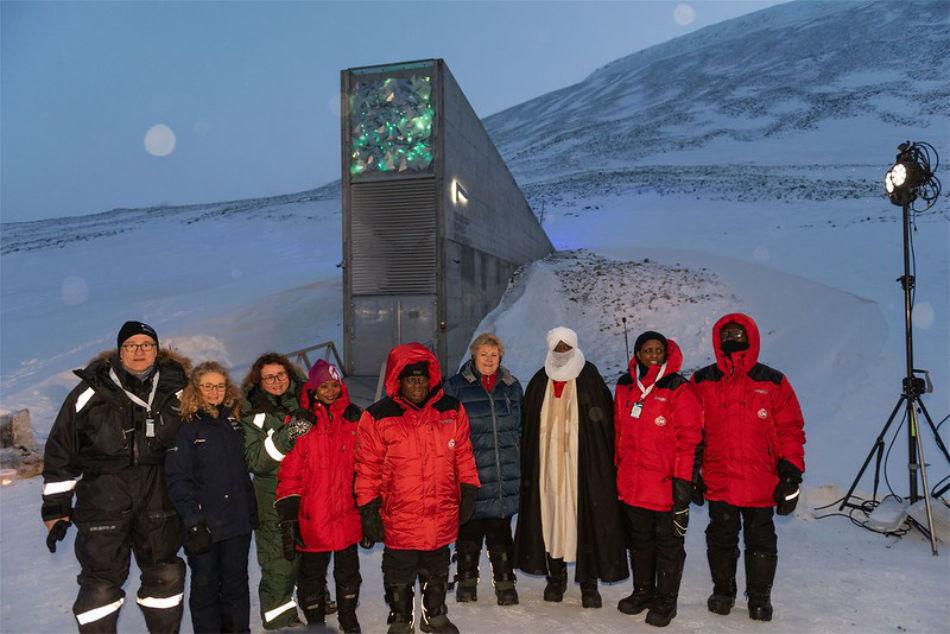 Bei der grossen Einlagerung waren unter anderem Norwegens Premierministerin Erna Solberg und ihr Amtskollege aus Ghana, Nana Akufo-Addo mit dabei. (Foto: Svalbard Global Seed Vault/Ragnhild Utne)