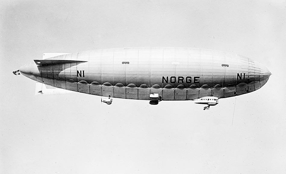 Amundsen war überzeugt, dass Peary der erste Mensch am Nordpol gewesen war. Daher zielte er darauf, mit einem Flugzeug am Pol zu landen. Nach einem Fehlschlag wechselte er auf ein Luftschiff.