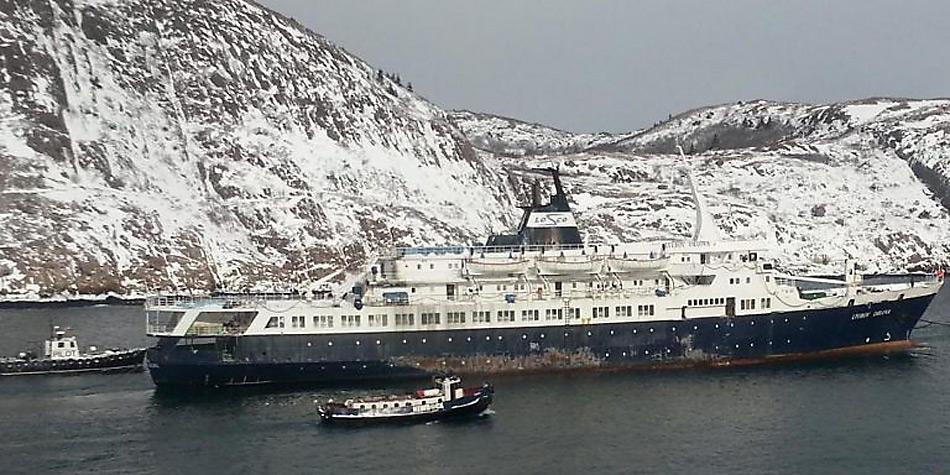 Unglückliche Abschleppversuche, in stürmischer See rissen die Abschleppseile und das Schiff eierte unkontrolliert durch den Atlantik.