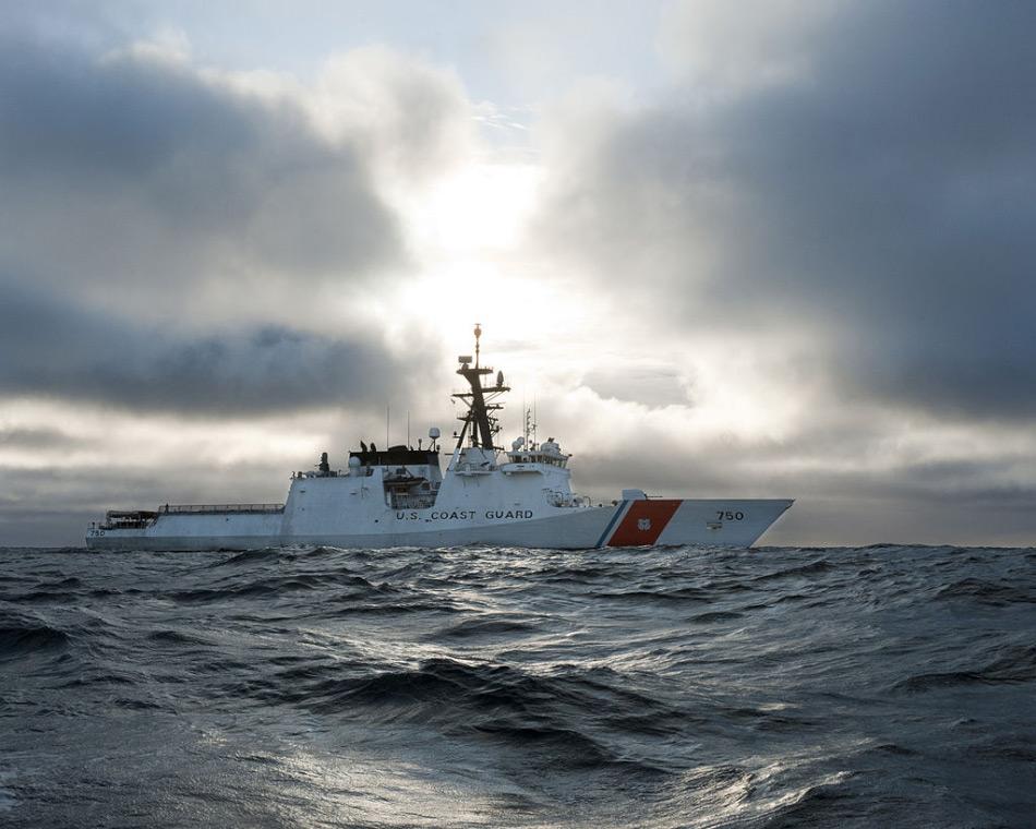 Mehrere arktische Nationen haben sich für ein Fischereiverbot in ihren EEZ ausgesprochen. Darunter auch die USA entlang der Küste Alaskas. Schiffe der Küstenwache sollen dieses Moratorium überwachen.
